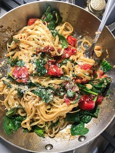 Spicy Tomato and Spinach Linguine - Tipp. - Spicy Tomato and Spinach Linguine - Spicy Recipes, Veggie Recipes, Cooking Recipes, Healthy Recipes, Recipes Dinner, Vegetarian Italian Recipes, Summer Pasta Recipes, Spicy Vegetarian Recipes, Dessert Recipes