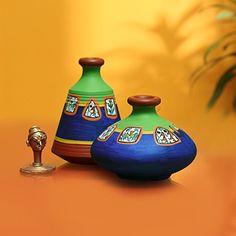 ExclusiveLane Warli Hand-Painted Living Room & Home Decorative Terracotta Pots Set Showpiece Flower Pots cm x cm x cm, Set of Mini Pots) Bottle Painting, Bottle Art, Bottle Crafts, Worli Painting, Pottery Painting Designs, Paint Designs, Pottery Designs, Painted Pots, Hand Painted