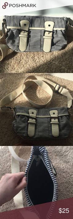 Cute Crossbody Nautical Purse! Thrifted Super cute crossbody! Thrifted not sure of its brand. Gently used!:) Bags Crossbody Bags