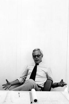 Dieter Rams, um 1975 in seinem Büro der Braun Gestaltungsabteilung