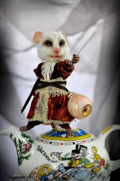 Alice in Wonderland Dormouse  by Jennifer Sutherland doll artist I want this mouse  : )
