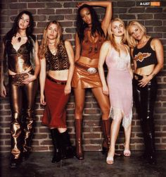 A gallery of Coyote Ugly publicity stills and other photos. Featuring Piper Perabo, Tyra Banks, Izabella Miko, Bridget Moynahan and others. Coyote Ugly, Early 2000s Fashion, 90s Fashion, Fashion Outfits, Fashion Trends, Movie Costumes, Girl Costumes, Costumes Kids, Costume Ideas