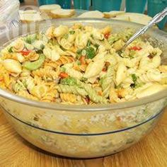 Salade de macaroni toute simple @ qc.allrecipes.ca                                                                                                                                                                                 Plus