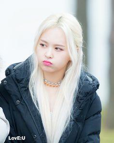 I love you, unnie Kpop Girl Groups, Korean Girl Groups, Kpop Girls, Somebody To You, Kpop Hair, Bias Kpop, Yuehua Entertainment, Korean Bands, New Girl