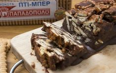 Mosaic Mocha with petit beurre Greek Sweets, Greek Desserts, Greek Recipes, Pastry Recipes, Sweets Recipes, Cake Recipes, Homemade Desserts, Delicious Desserts, Chocolate Log