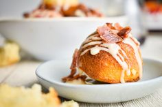 Cake Pop Maker Maple Bacon Cake Balls - In the Kitch Types Of Desserts, Types Of Cakes, Delicious Breakfast Recipes, Dessert Recipes, Bacon Cake, Cake Pop Maker, Tool Cake, Icing Ingredients, Vanilla Cake Mixes