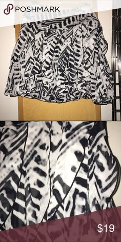 Pleated flounce skirt Cute flouncy black and white ruffle pleated skirt. 19 inches from waist. Polyester. Worn once. Abstract animal print. Worthington Skirts Mini