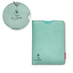 This stylish turquoise set featuring Moomintroll and Snorkmaiden includes a passport holder and a matching luggage tag made of artificial leather. Travel in sty Moomin Shop, Moomin Valley, Travel Set, Artificial Leather, Turquoise, Wallet, Stylish, Easy, Collection
