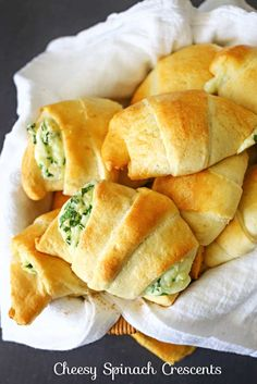 These Cheesy Spinach Crescents are an easy snack to serve for holidays. Light & fluffy crescent rolls loaded with melted cheese & spinach are delicious. Spinach Recipes, Vegetarian Recipes, Cooking Recipes, Keto Recipes, Easy Recipes, Spinach Bread, Spinach Rolls, Vegetarian Appetizers, Going Vegetarian