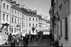 https://flic.kr/p/G1xXz9 | In the Old Town | Grodzka Str., Lublin, Poland, April 2016.  Minolta AL, Rokkor 45mm F2.0, Ilford PAN 400  More at urban.photos