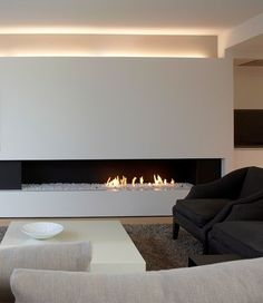 sleek fireplace, with additional design elements, so the fire doesn't need to be on. Estilo Interior, Modern Interior, Interior Architecture, Home Fireplace, Fireplace Design, Fireplace Lighting, Linear Fireplace, Design Moderne, Design Case