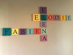 Lettres Scrabble déco en bois! A suspendre ou à poser, pour les prénoms ou les mots doux, à imaginer de mille et une façons! Des lettres scrabbles, originales, à décliner de toutes les couleurs de larc en ciel, des couleurs de votre choix! Réalisées en bois et peintes par mes soins avec des