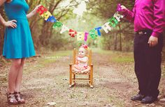 first birthday photo's,. don't think I could get my child to sit there that long.would definitely need someone to place her and another to take the photo! 1st Birthday Photoshoot, Girl First Birthday, Baby Birthday, First Birthday Parties, First Birthdays, Birthday Gifts, One Year Pictures, First Year Photos, Baby Pictures