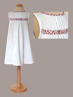 robe Camille lin blanc biais fleurs rouges  igwana.over-blog....