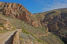 Swartberg Pass between Prince Albert and Oudtshoorn. Wonderful Places, Beautiful Places, Beautiful Roads, Port Elizabeth, Prince Albert, My Land, Trail Running, Cape Town, Live