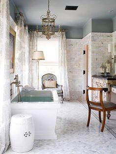 ■タイル張りのバスルーム