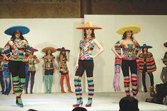 Moda y arte; 'México Vive en Saltillo' [Armando Mafud] - 13/09/2013 | Periódico Zócalo Glitter Leggings, Mexican Textiles, Margarita, Style Inspiration, Inspired, Fashion, Carnival, Embroidered Dresses, Zapatos