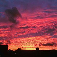 Reposting @toni_tj5: ••• @Regranned from @elocin.llieno -  Spectacular Sheffield sunset. ••• 🌇🌇🌇🌇 ••• #sunset #sky #sunsets #sunsetlovers