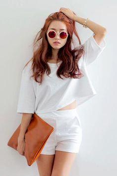 Today's Hot Pick :純色素面圓領每日套裝 http://fashionstylep.com/SFSELFAA0016387/stylenandatw/out 極簡設計的素面套裝。 - 寬鬆落肩上衣,休閒隨性。 - 高腰短褲,顯腰身和修長線條。 - 純色素面,簡潔清爽。 清爽色寬鬆套裝,時尚姐妹們這一款一定要蒐藏。