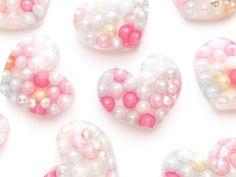 キャンディカラー♪パールの入ったクリアーレジンぷっくりハートの通販ページです。