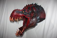 Ein rießen Pappmache Dinosaurier, oder doch ein Drache? Als Alternative nennen wir es Monster! Mehr monsterhaftes findest du unter lifora.art Monster, Life, Art, Dragon, Dinosaurs, Artworks, Art Background, Kunst, Performing Arts