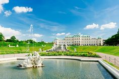 Explore the famous Schönbrunn Palace, the Museum of Military History as well as the Belvedere Palace. Yellow Line, Military History, Walking Tour, Vienna, Louvre, Explore, Mansions, House Styles, Travel