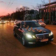 Nemcsak az ifjú pár de az esküvői autó is gyönyörű  #mercedes #esküvő #autó #esküvőifotózás #esküvőiautó #álomszép #éljenazifjúpár