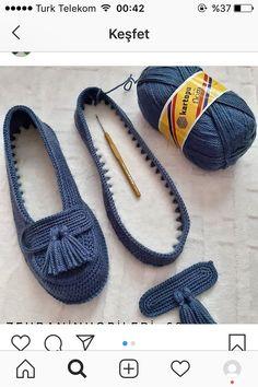 No photo description available. Crochet Sandals, Crochet Boots, Diy Crochet, Crochet Clothes, Crochet Baby, Baby Knitting Patterns, Crochet Patterns, Crochet Flip Flops, Crochet Slipper Pattern