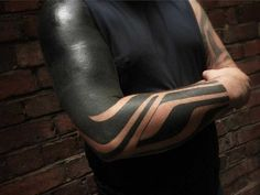 Blackwork is one of the most popular tattoo styles. According to the name of the style, there are a lot of black spots in the drawings and all other colors are Black Sleeve Tattoo, Best Sleeve Tattoos, Arm Tattoos, Black Tattoos, Tribal Tattoos, Hybrid Moments, Tattoo 2017, Blackout Tattoo, Geometry Tattoo
