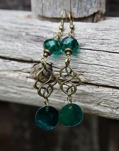 gabi111 / Smaragdové brúsené s perleťou - náušnice