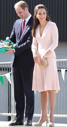 Prince William and Kate, the Duchess also received a skateboard for Prince George as they visit Adelaide, Australia, 23.04.14