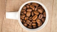 Discover the best coffee beans for French Press coffee. We explain what makes the best coffee for french press and share tips on how to get the most from your french coffee. Is it time to find a new favorite? Coffee Beans, Coffee Cups, Coffee Coffee, French Coffee, Food 101, Healthy Soup Recipes, Healthy Foods, Food Places, Coffee Roasting