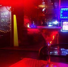 Dica para quem visita Brasília! La Rubia Café oferece ótimas opções de drinks com combinações inusitadas e shows com DJ.  O Drink da foto é o Bitch Please: South Confort Red Bull Aperol e Martini Bianco de terça a quinta todos os drinks da carta saem com 50% Confere no insta @larubiacafe  #larubiacafe #cocktailbar #gastropub #sabado #saturday #asanorte #brasilia #gastronomia #bsb #balada #night #asanortebrasília #distritofederal #instabrasilia #gastronomiabrasilia #gastropub…