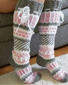 Yhdessä itse tehden: Anelmaiset Crochet Socks, Knitting Socks, Knit Crochet, Knitting Patterns, Crochet Patterns, Yarn Thread, Stocking Tights, Cute Socks, Fair Isle Knitting