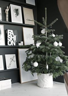 We love everything about this Christmas interior inspiration. A stunning statement wall with leaning art and a perfectly placed Christmas tree.