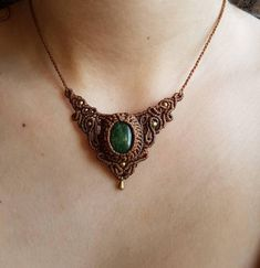 Beautiful detailed Macrame necklace made from waxed nylon yarn, high quality brass beads & an earthy green Aventurine stone.  I crafted the necklace while my travels in southindia, inspired by the magical nature of rainforests and mountains.   Feel free to message me if you have any