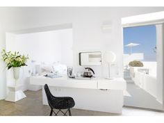 The Honeymoon Suite at Grace Santorini. Mediterranean Houses, Hotel Interiors, Home Interior Design, Imerovigli Santorini, Santorini Hotels, Santorini Island, Santorini Greece, Honeymoon Suite, Home Design Magazines