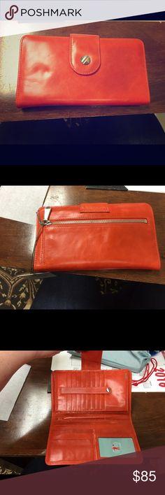Hobo Danette wristlet in tangerine Tangerine Danette Hobo Wristlet. New with tags HOBO Bags Clutches & Wristlets