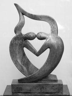 Marmeren beeld HO-Art. 9-Mu. Bent u op zoek naar een gedenkbeeld voor buiten in uw tuin of voor binnen in uw huis? Bekijk dan de gehele collectie op onze website. De urn kunt u discreet in een holle sokkel plaatsen.
