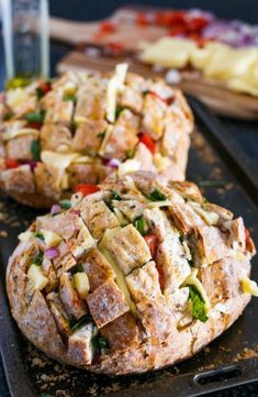 Pull Apart Pizza, Cheesy Pull Apart Bread, Finger Food Appetizers, Appetizer Recipes, Dinner Recipes, Food Network Recipes, Cooking Recipes, Good Enough To Eat, Greek Recipes
