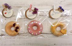 Nuestra propuesta para San Valentín 2017: trío de donuts de fresa y chocolate. #bakery #pastry #homemade #reposteria #cakes #pies #cupcakes #cookies #whoopies #tiendaonline #sweet #sweettable #weddingcakes #weddingdays #lifestyle #eventplanners #events #donuts #sanvalentin #valentineday