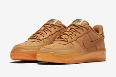"""""""Wheat"""" is back once again on the Nike Air Force 1 Low with this all-new Flax nubuck colorway for kids. The Air Force 1 features the now-st. Air Force 1, Nike Air Force Ones, Nike Air Max Plus, Balenciaga, Nike Pas Cher, Baskets, Nike Shoes, Sneakers Nike, Nike Kicks"""