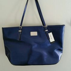 NWT Nine West it girl tote bag PERFECT bag! Blue patent exterior with adjustable shoulder straps. Inside is lined with a middle compartment and pockets along the sides Nine West Bags Shoulder Bags