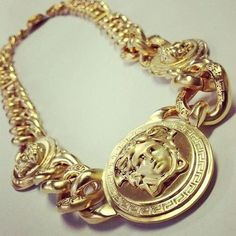 3 Ways To Avoid Buying Fake Gold Chains Statement Jewelry, Gold Jewelry, Jewelry Accessories, Jewelry Design, Versace Gold, Versace Chain, Versace Jewelry, Gold Chains For Men, Ring Watch