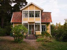 Historiska hem Summer Cabins, Running Away, Home Fashion, Sweet Home, Villa, Exterior, House Styles, Places, Home Decor