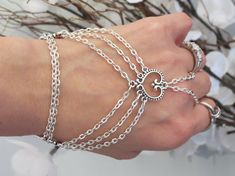 Silver heart hand chain slave bracelet ring bride Tibetan Silver hearts S. OR Sterling Silver diamond cut soldered chain & locking rings Hand Jewelry, Body Jewellery, Wire Jewelry, Jewelry Crafts, Beaded Jewelry, Wire Rings, Slave Bracelet, Hand Bracelet, Cute Bracelets