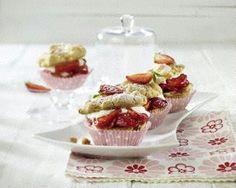 Rhabarber-Streuselmuffins mit Erdbeeren