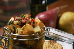 Italian Marinated Cheese- Cheese cubes marinated in an Italian vinaigrette, Serve with crackers and fruit for a elegant but easy appetizer. Appetizer Dips, Yummy Appetizers, Christmas Cheese, Christmas Gifts, Cheese Recipes, Cooking Recipes, Marinated Cheese, Cheese Cubes, Good Food