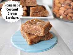 Coconut Cream Larabars - These literally took about 5 minutes to make. Can it get any easier? 22 Healthy Snack Bar Recipes perfect for school lunch boxes. Many are vegan, grain free and gluten free. Healthy Snack Bars, Healthy Sweets, Vegan Snacks, Vegan Desserts, Raw Food Recipes, Bar Recipes, Healthy Recipes, Whole Foods, Desserts Sains