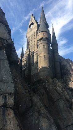 Are you making a trip to the Wizarding World of Harry Potter ? If so, you need the best tips to experience Hogsmeade at Universal Orlando in this ulitimate My favorite ways to do Hogsmeade at the Wizarding World of Harry Potter in Islands of Adventure Harry Potter Gif, Harry Potter World, Images Harry Potter, Wallpaper Harry Potter, Arte Do Harry Potter, Harry Potter Universal, Universal Orlando, Harry Potter Hogwarts, Harry Potter Interviews